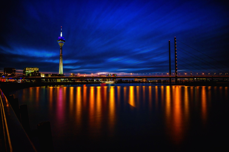 Düsseldorf zur Blauen Stunde - Langzeitbelichtung