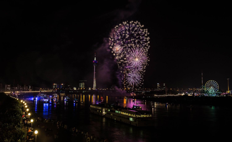 Feuerwerk - Langzeitbelichtung bei Nacht