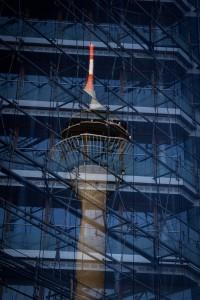 Im Zentrum der Macht - Rheinturm Spiegelung