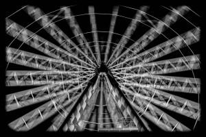 Rheinkirmes - Langzeitbelichtung bei Nacht in Schwarz-Weiß