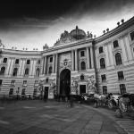 Spanische Hofreitschule in Wien - Langzeitbelichtung in Schwarz-Weiß