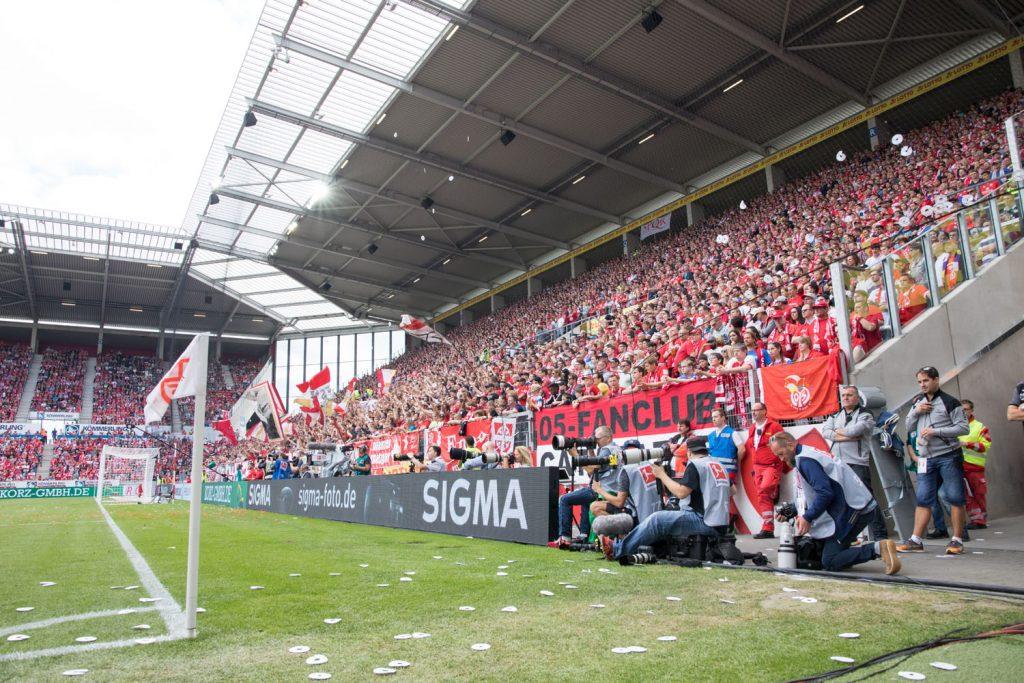 SIGMA Bandenwerbung während des Spiels gegen Hannover 96
