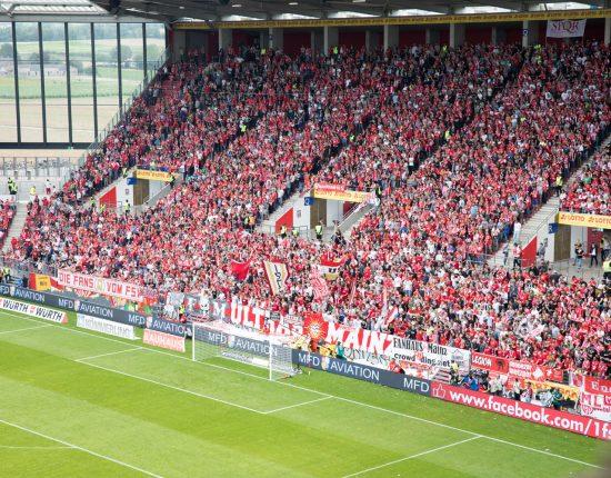 Mainz 05-Fans während des Spiel gegen Hannover 96
