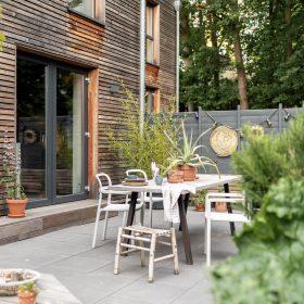 Kunterbunte Homestory im nachhaltigen Holzhaus